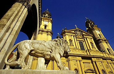 Bavarian lion in front of the Feldherrenhalle and the Theatinerkirche Church, Munich, Bavaria, Germany, Europe