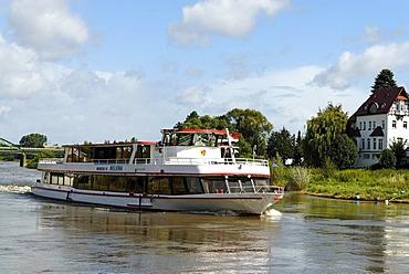 Ship, Weser River, Minden, North Rhine-Westphalia, Germany, Europe