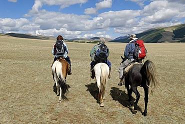 Horse riding, a group of tourists riding through the Chuja Steppe, Sailughem, Saylyugem Mountains, Altai Republic, Siberia, Russia, Asia