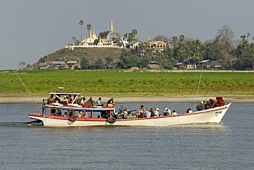 Passenger boat on the Ayeyarwady or Irrawaddy River, Burma, Myanmar, Asia
