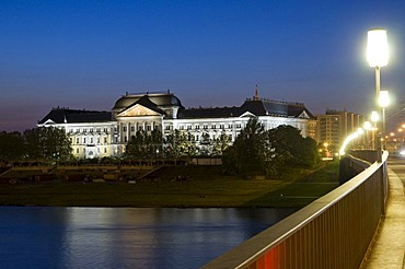 Ministry of finance at the Elbe river at dusk, Neustadt, Dresden, Saxony, Germany