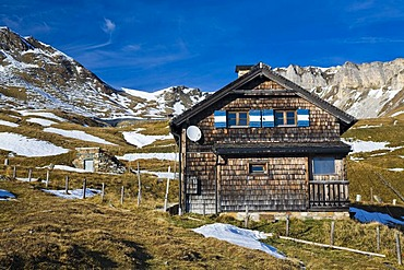 Old cottage by the Grossglockner High Alpine Road, Hohe Tauern National Park, Carinthia, Austria, Europe