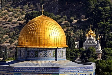 Cupola of the Dome of Rock in front of the golden towers of the Russian-orthodox Maria-Magdalene Church, Jerusalem, Israel, Near East, Orient