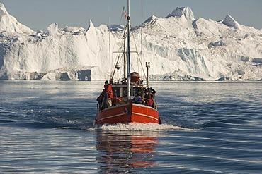 Fishing boat in front of icebergs in Disko Bay, UNESCO World Heritage Site, Ilulissat, Jakobshavn, Greenland, Denmark