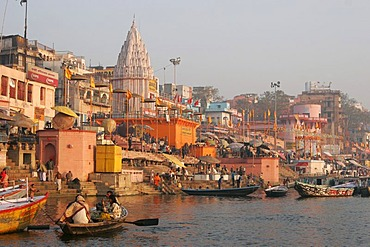 View of the banks of the river Ganges with the Dasashwamedh Ghat, Varansi, Benares, Uttar Pradesh, India, South Asia