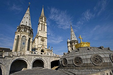 Rosary Basilica and the Basilica of the Immaculate Conception, Lourdes, Pyrenees-Midi, France, Europe