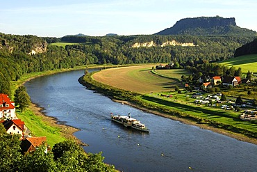 Excursion damper on the Elbe near Rathen, Lilienstein behind, climatic spa resort Rathen, Nationalpark Saxon Switzerland, Saxony, Germany, Europe