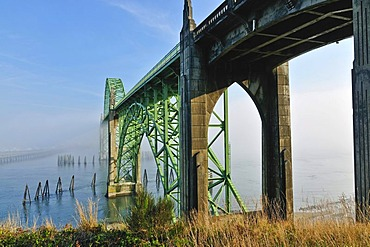 Old steel bridge, Yaquina Bay Bridge, tourist attraction, Newport, Lincoln County, Oregon coast, USA, North America