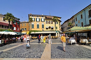 Town square in Sirmione, Lombardy, Italy, Europe