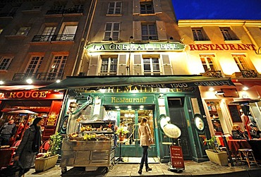 Picture taken at night, restaurants in the Montmartre district, Paris, France, Europe