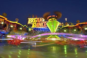 Breakdance fairground ride at the Cannstatter Volksfest Fair, night shot, in Stuttgart, Baden-Wuerttemberg, Germany, Europe