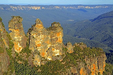 The Three Sisters rock formation in the evening in the Blue Mountains National Park, Australia