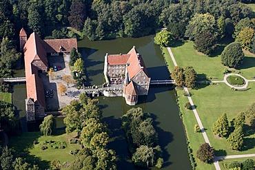 Burg Huelshoff, moated castle between Havixbeck and Roxel in the Muensterland, North Rhine-Westphalia, Germany, Europe