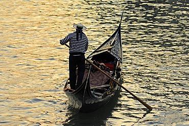 Gondola on the Canal Grande, Venice, Italy, Europe