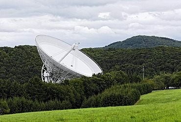 Radio telescope, Max-Planck-Institute for radio astronomy, Bad Muenstereifel-Effelsberg, Eifel, North Rhine-Westphalia, Germany, Europe