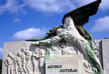 Tomb with expressionistic sculpture, Antonio Guiteras, leading Cuban politician in the thirties, Necropolis Cristobal Colon, Vedado, Havana, Cuba, Caribbean