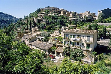 Mountain village of Deia, Serra de Tramuntana, Majorca, Balearic Islands, Spain, Europe