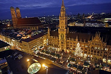 Rathaus and Frauenkirche with Christmas market at night, Munich, Bavaria, Germany