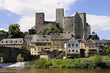 Castle ruins and the Runkel Museum, Lahnbruecke Bridge made of stone, Limburg-Weilburg district, Hesse, Germany