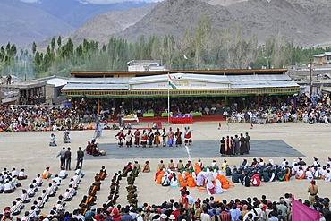 Polo field in Leh, traditional Ladahki dancers for Indian Independence Day, Leh, Ladakh, North India, Himalayas, Asia