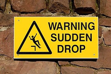 Warning sign for sudden drop, Great Britain, Europe