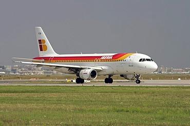 Airbus A320 Iberia, Montana de Covadonga, taking off at Frankfurt Airport, Hesse, Germany, Europe