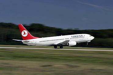 Boing 737 of the Turkish Airlines starting at Frankfurt Airport, Frankfurt, Hesse, Germany, Europe