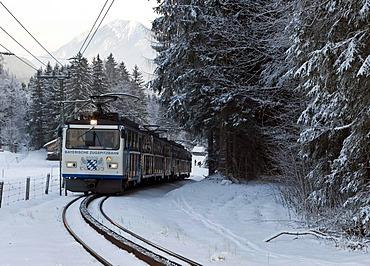 Bayerische Zugspitzbahn Railway Company train in front of Mount Zugspitze, cog railway, Grainau, Bavaria, Germany, Europe