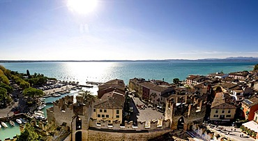 Panoramic view across the historic centre of Sirmione, Lake Garda at back, Lago di Garda, Lombardy, Italy, Europe