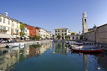Boats in the harbour along the Via Fontana, Lazise, Lake Garda, Lago di Garda, Lombardy, Italy, Europe