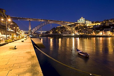 Cais da Ribeira with a view of the Ponte de Dom Luis I, Dom Luis I Bridge, Ribeira Quay, at back the Mosteiro da Serra do Pilar Monastery, Vila Nova de Gaia, Rio Duoro River, Porto, UNESCO World Cultural Heritage Site, Portugal, Europe