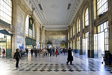 Porto Estacao de Sao Bento station, Avenida D A Henriques, Porto, UNESCO World Heritage Site, Portugal, Europe