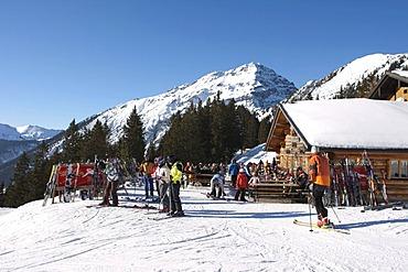Apres Ski at the Heitwanger Hochalm mountain pasture, Bichelbach, Tyrol, Austria, Europe