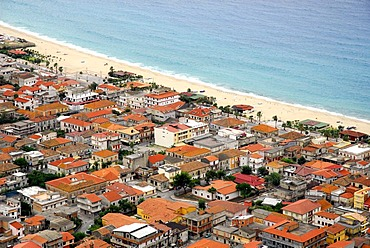 Densely populated bayside beach, Nicotera Marina, Golfo di Gioia, Vibo Valentia, Calabria, Tyrrhenian Sea, South Italy, Italy, Europe