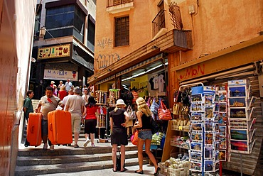 Souvenir shops on the stairway between Placa, Plaza Weyler and Placa Major, Forn del Raco, historic city centre, Ciutat Antiga, Palma de Mallorca, Mallorca, Balearic Islands, Spain, Europe