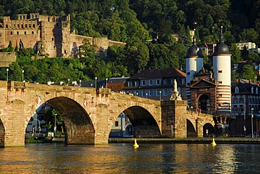 Alte Bruecke, 'old bridge', over Neckar River, old city and castle, Heidelberg, Neckar Valley, Baden-Wuerttemberg, Germany, Europe