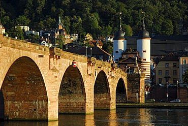 Alte Bruecke, 'old bridge', over Neckar River, old city, Heidelberg, Neckar Valley, Baden-Wuerttemberg, Germany, Europe