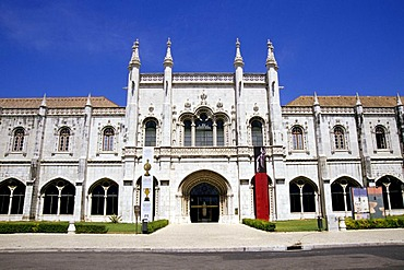 Mosteiro dos Jeronimos, Jeronimos Monastery, 16th century, main entrance and facade of the western wings in Manueline style, the former dormitory is a museum today, Praca do Imperio, Belem, Lisbon, Portugal, Europe