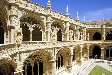 Mosteiro dos Jeronimos, Jeronimos Monastery, 16th century, Claustro, two-storied cloister in Manueline style, Praca do Imperio, Belem, Lisbon, Portugal, Europe