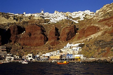 The second harbour of Oia at the crater rib of the volcano, Ammoudi Bay, Island of Santorini, Thera or Thira, Cyclades, the Aegean, Mediterranean Sea, Greece, Europe