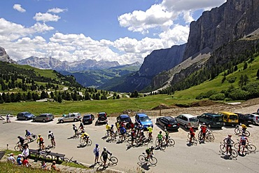 Racing cyclists on Passo Gardena mountain pass, Sella Ronda Bikeday, Val Gardena, Alto Adige, Dolomites, Italy, Europe
