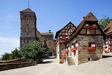 Nuremberg Castle or Kaiserburg, half-timbered houses, Heidenturm, Nuremberg, Middle Franconia, Bavaria, Germany, Europe