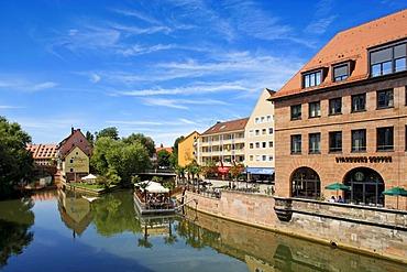 Pegnitz River with a restaurant on floating pontoons, Troedelmarkt Island, historic city centre, Nuremberg, Middle Franconia, Bavaria, Germany, Europe