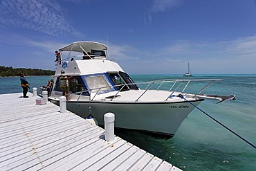 Diving boat at the jetty in front of the island and nature park of Half Moon Cay, Turneffe Atoll, Belize, Central America, Caribbean