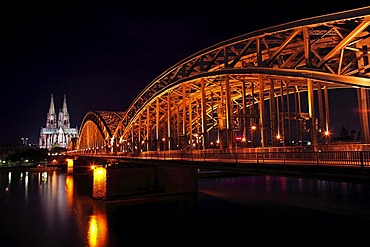 Hohenzollernbruecke bridge and Cologne Cathedral, night photograph, Cologne, North Rhine-Westphalia, Germany, Europe