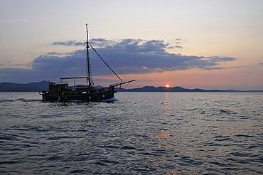 Boat, sun reflected in the sea, sunset over the sea, dusk, Zadar, Croatia, Europe