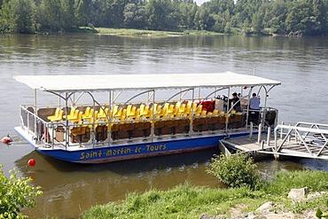 """Boat trip on the Loire River """"Saint-Martin-de-Tours"""" bateau, Rochecorbon, France, Europe"""