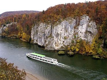 Excursion vessel on the Danube navigating through the Donaudurchbruch where the Danube breaks through the cliffs near Kelheim, Bavaria, Germany, Europe