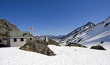 Alpinist shelter on the summit, Canadian flag, Chilkoot Pass/Trail, Klondike Gold Rush, British Columbia, B.C., Canada, North America