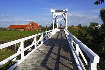 Hogendiekbruecke Bridge, Dutch style historic wooden bridge over the Luehe River, Mittelnkirchen, Steinkirchen, Lower Saxony, Germany, Europe